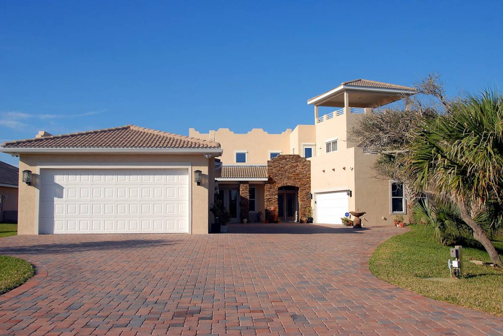 brick-pavers-driveway-tropical-climate