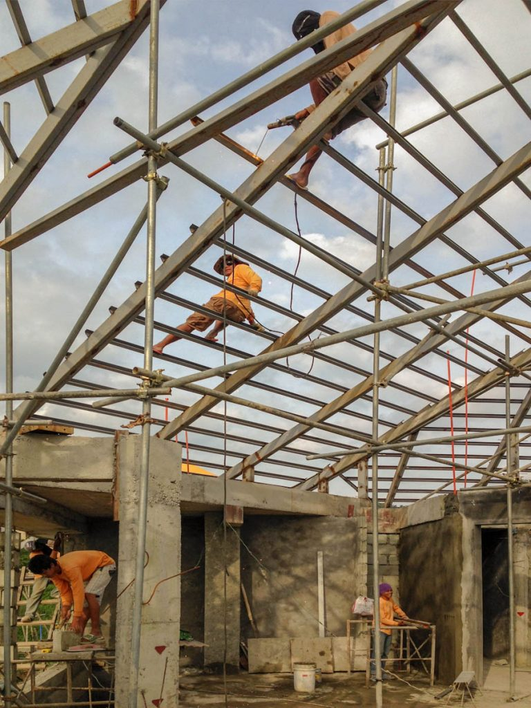 house-building-philippines-rood-installation-safety