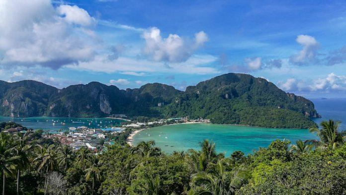 tropical-ocean-mountains-view