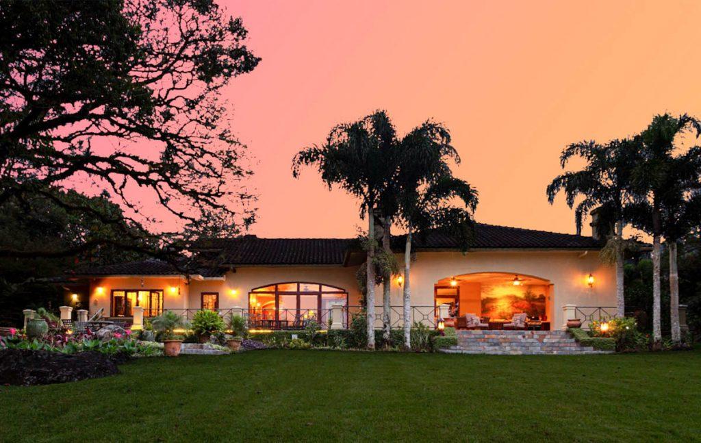 tropical-palms-panama-garden-night