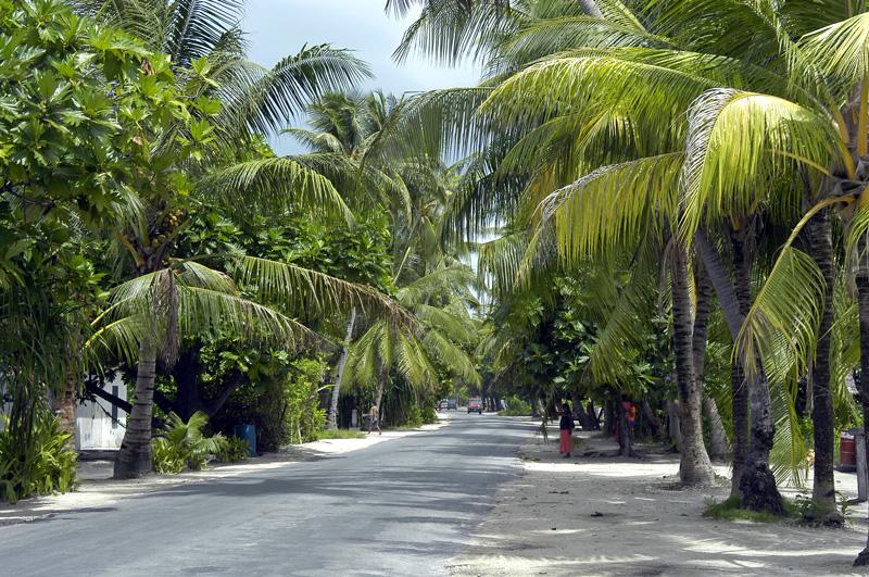 kiribati-bonriki-to-betio-road