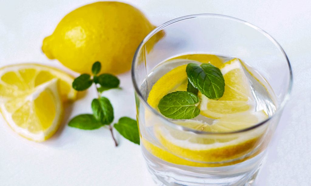 water-with-lemon-and-mint