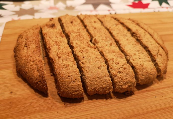 gingerbread-biscotti-sliced