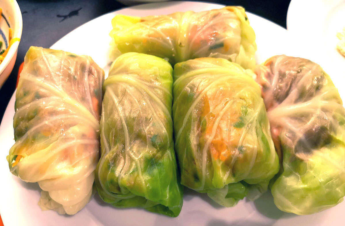 summer-roll-with-cabbage-leaves